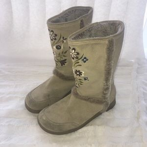 🎀Embroidered Fur lined Nanuk Boots Report Sz 8.5